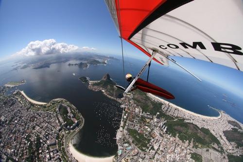 Hang gliding over Rio de Janeiro. Photo: Nader Couri