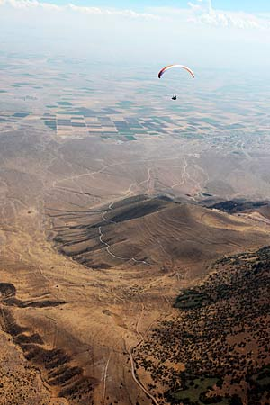 Mads airborne over the Turkish landscape. Photo: Olivier Laugero