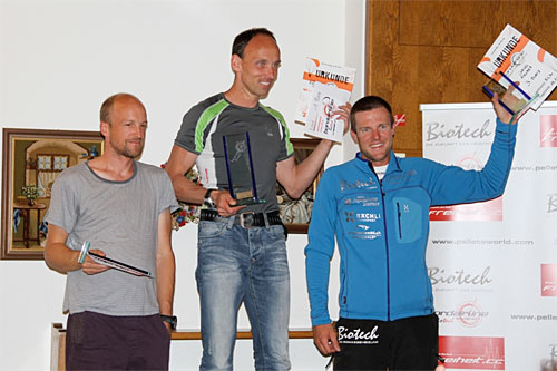 The winners' podium. L-R: Max Mittmann, Thomas Hofbauer, Chrigel Maurer. Photo: Petra Bewertung, www.bordairline.com