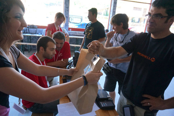 Charles Cazaux picks up his pilot goody bag in Sopot. Photo: www.para-sopot2013.com