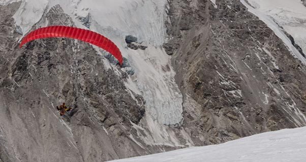 Ken Hutt paraglides Cho Oyu for End Polio Now campaign