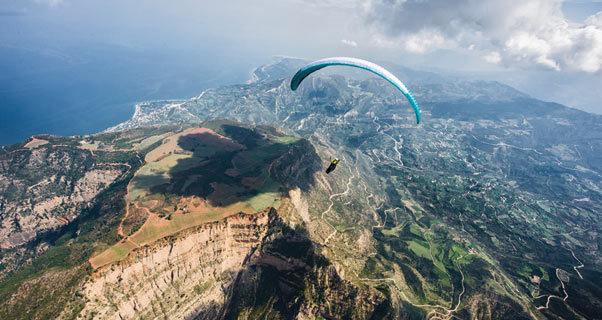 Paragliding in Greece by Felix Wolk